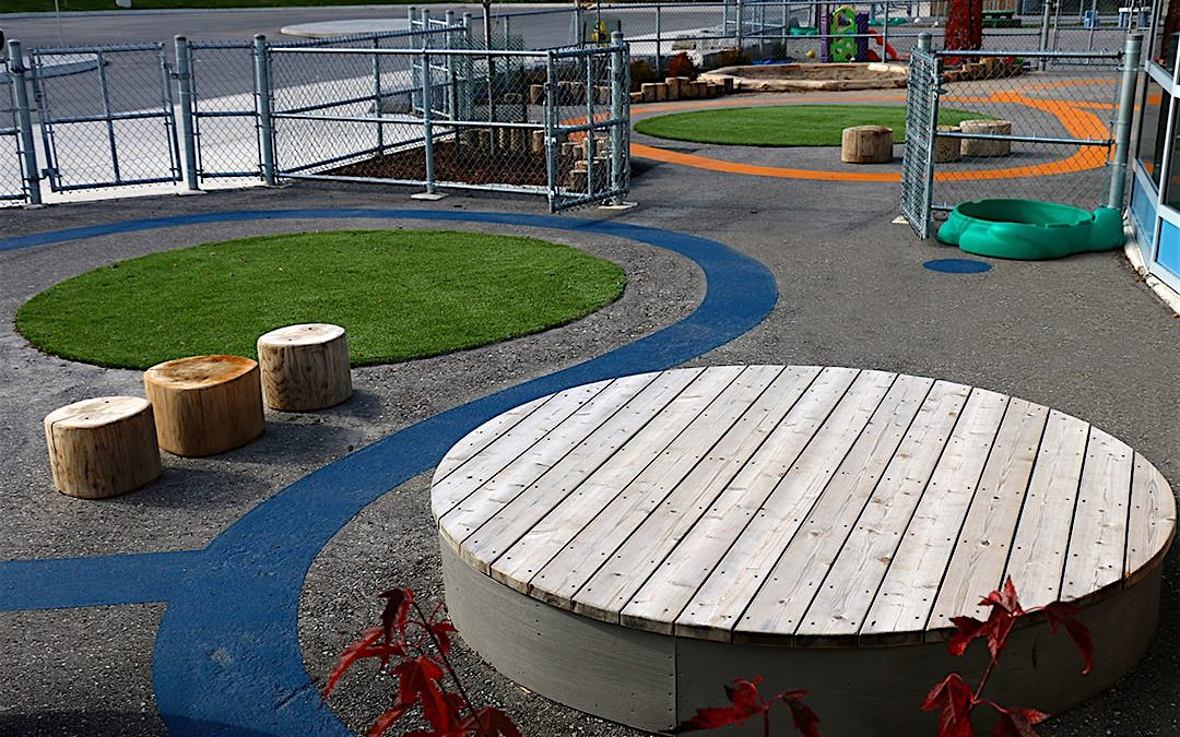 natural playground garderie deck wood stump asphalt paint