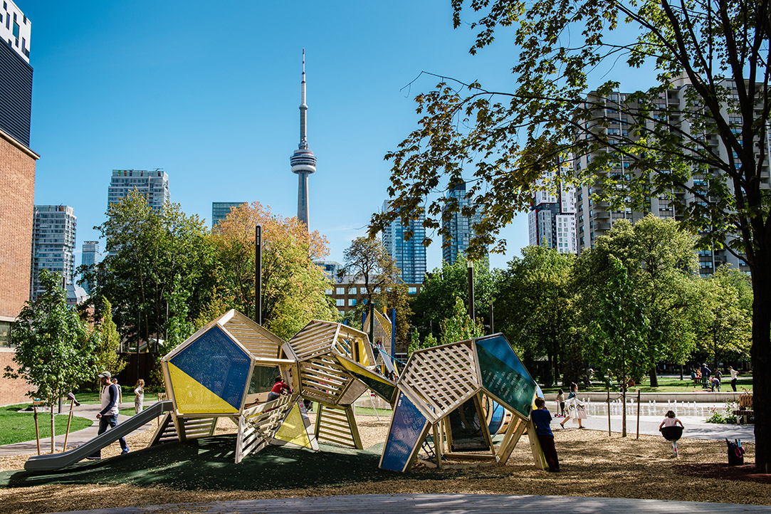 grange-park-toronto-cn-tower-sculpture - Earthscape Play