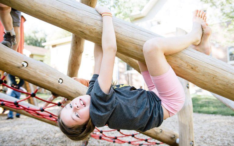 play climb log jam