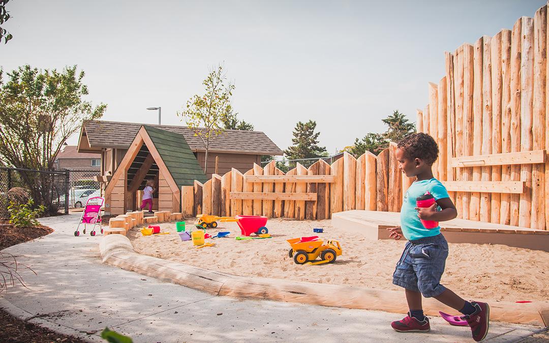 elementary school sand play palisade wall