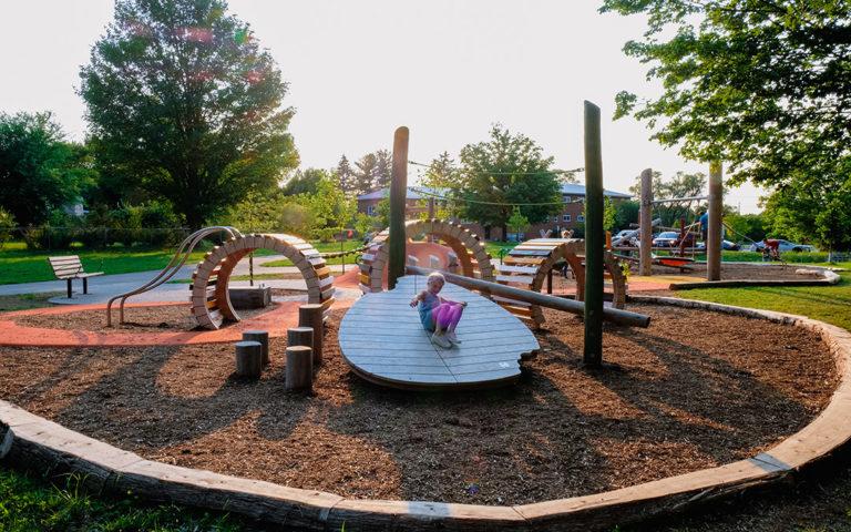 Kiwanis Park London natural playground leaf log stepper log beam